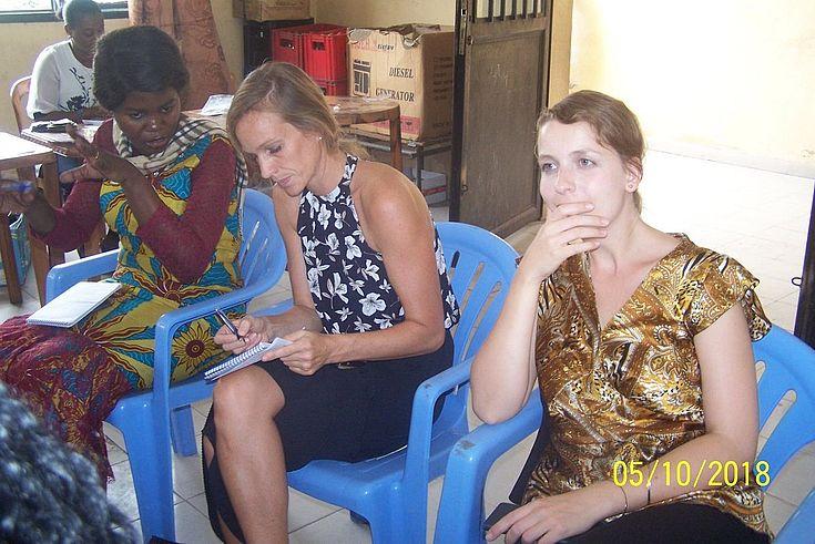 De g. à d., Mme Fifi FALASI du Bureau RDC, Mme Esther J. Stark, Coordonnatrice de Projet et Mme Angélique Echteimeyer, Coordonnatrice Projet UE