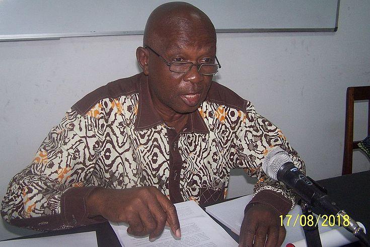 Prof. OBOTELA, dernier intervenant