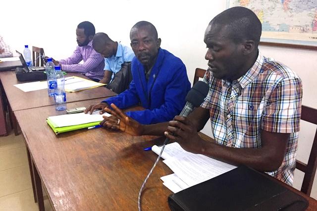 Comme Mr Raoul DINGINDUDI, chargé des relations extérieures de SODESEN, les participants posent leurs préoccupations à la salle