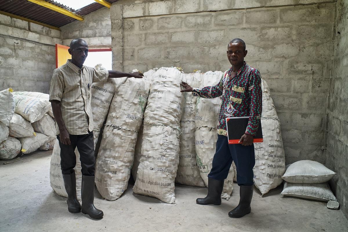 Vue d'un dépôt d'une association des fermiers de Ntsio